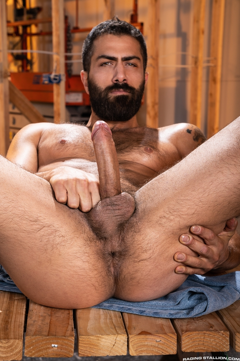 Big dick muscle dudes lucio saints and hairy hunk sir peter flip flop bareback ass fucking