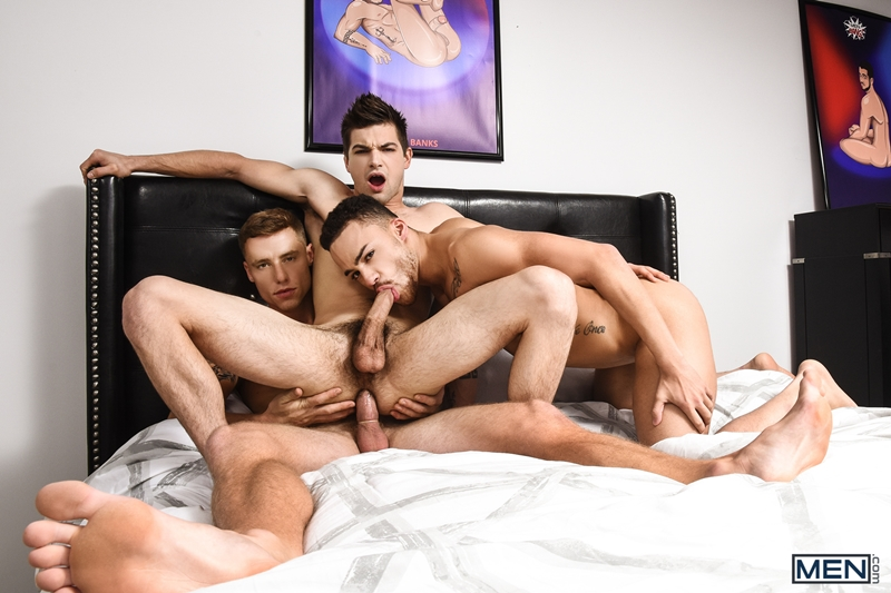 beaux-banks-johnny-rapid-justin-matthews-sexy-bottoms-threesome-gay-boys-topped-big-erect-cock-men-017-gay-porn-pics-gallery