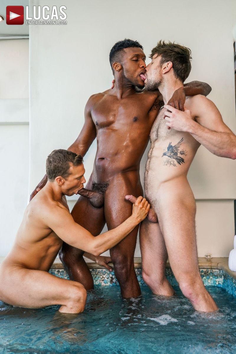 Double-penetration-Andre-Donovan-Ethan-Chase-huge-dicks-bare-fucking-Drew-Dixon-hot-hole-011-gay-porn-pics