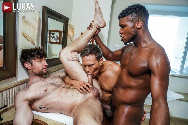 Double-penetration-Andre-Donovan-Ethan-Chase-huge-dicks-bare-fucking-Drew-Dixon-hot-hole-024-gay-porn-pics