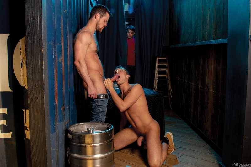 bottom-boy-hunter-smith-hardcore-ass-fucking-anal-rimming-kurtis-wolfe-massive-cock-falconstudios-001-gay-porn-pics-gallery