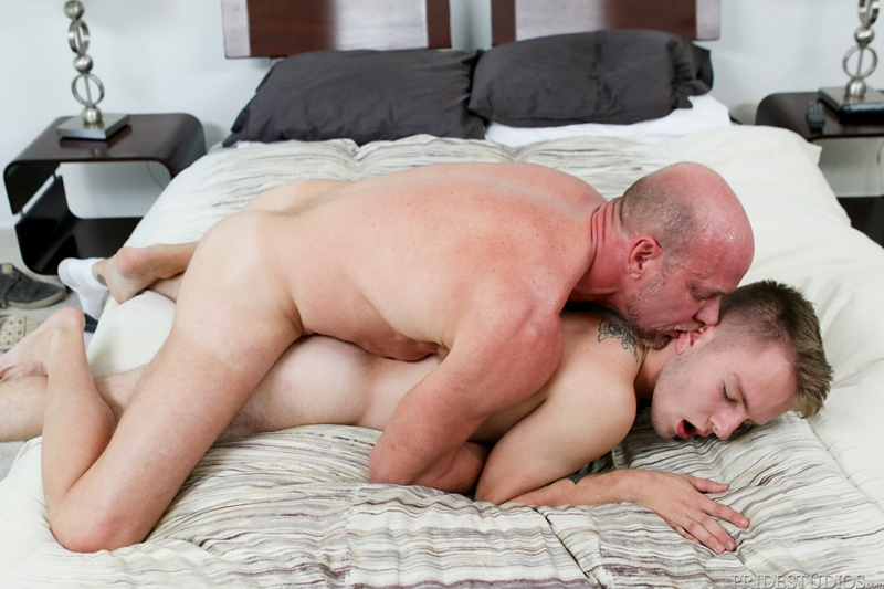 dylanlucas-young-nude-dude-timothy-drake-fucked-parker-matson-big-older-guy-dick-mouth-sucking-sexy-daddy-smooth-butt-011-gay-porn-sex-gallery-pics-video-photo