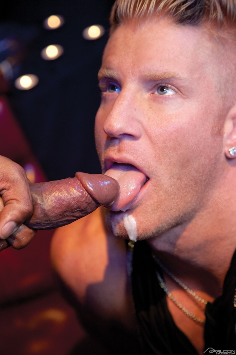 falconstudios-hot-horny-big-naked-muscle-dude-johnny-v-ass-andre-donovan-tongue-rim-job-big-thick-muscled-dick-sucking-anal-014-gay-porn-sex-gallery-pics-video-photo