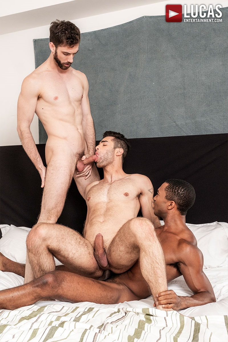 jason-cox-lucas-leon-sean-xavier-monster-black-dick-big-muscle-threesome-lucasentertainment-022-gay-porn-pictures-gallery