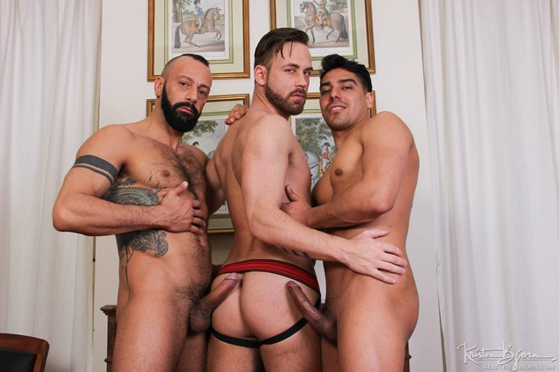 salvadorian-naked-males-sen-pussy-dark