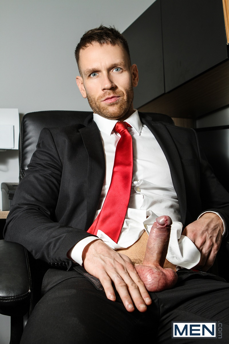 men-gay-porn-naked-muscle-dudes-sex-toy-pics-paul-canon-electric-butt-plug-older-hunk-new-boss-kit-cohen-muscled-mature-man-005-gallery-video-photo