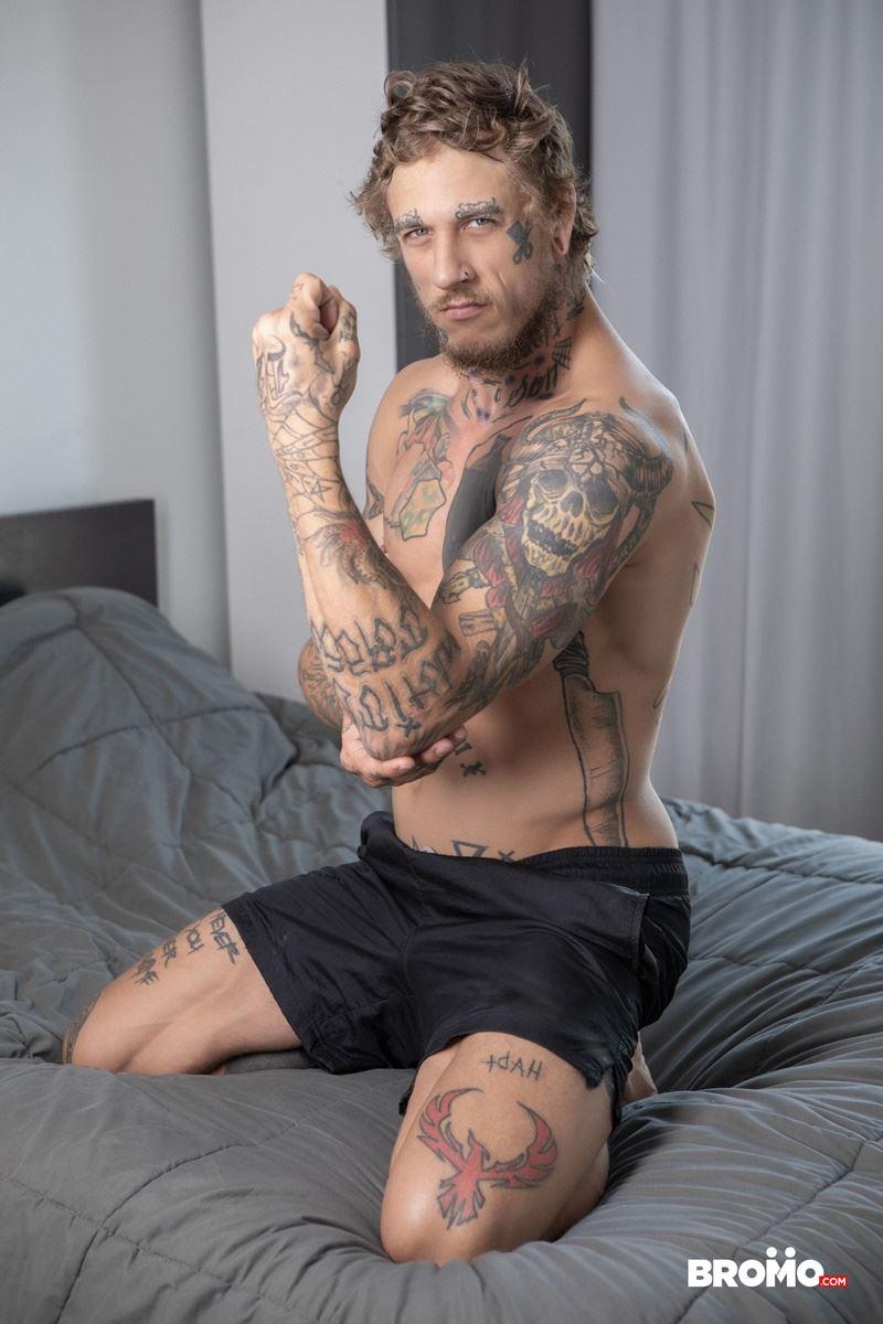 Sexy-tattooed-muscle-stud-Bo-Sinn-fists-hungry-bottom-boy-Drew-Dixon-hot-hole-002-gay-porn-pics