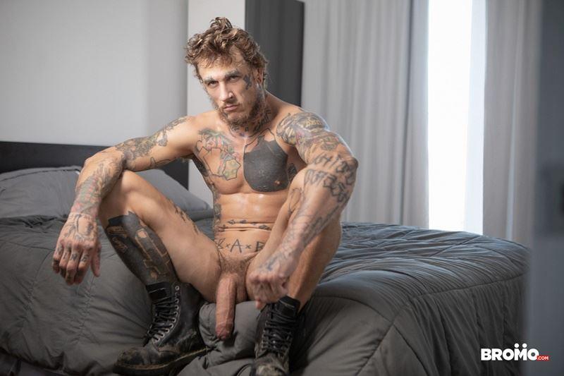 Sexy-tattooed-muscle-stud-Bo-Sinn-fists-hungry-bottom-boy-Drew-Dixon-hot-hole-005-gay-porn-pics