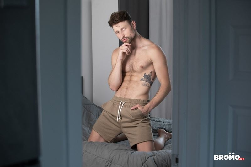 Sexy-tattooed-muscle-stud-Bo-Sinn-fists-hungry-bottom-boy-Drew-Dixon-hot-hole-008-gay-porn-pics