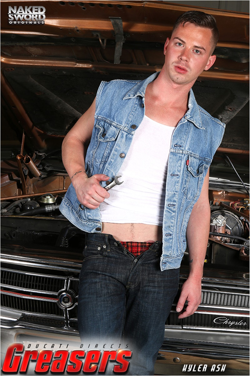 nakedsword-young-greasers-sexy-young-naked-dudes-kyler-ash-kory-houston-flip-flop-fucking-daddy-trenton-ducati-spit-roast-005-gay-porn-sex-gallery-pics-video-photo