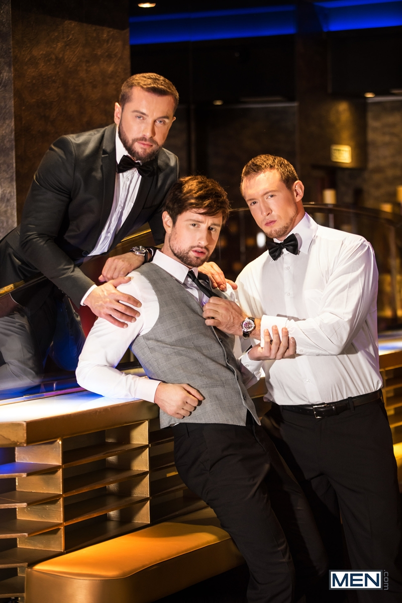 Pierce-Paris-fucks-Drew-Dixon-mouth-hot-waiter-rides-Tyler-Berg-big-dick-threesome-Men-002-porno-pics-gay