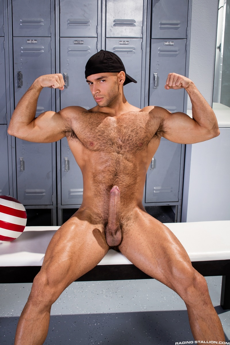 Hot Muscle Stud Enrique