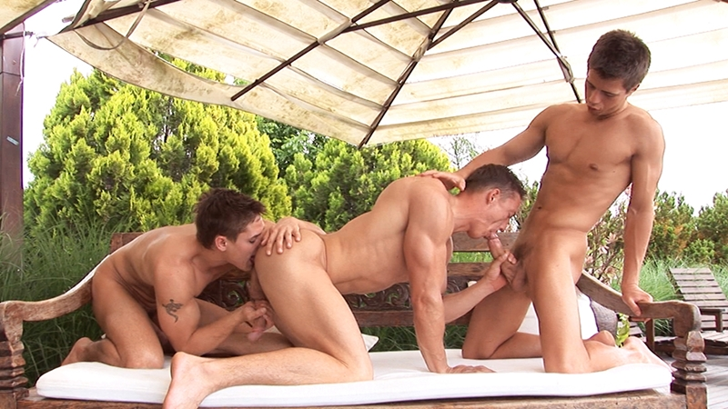 sascha-chaykin-vadim-farrell-phillipe-gaudin-hardcore-ripped-young-studs-anal-fuck-fest-belamionline-001-gay-porn-pictures-gallery