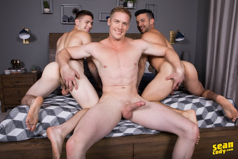 seancody-jax-manny-lane-bareback-ass-fucking-threesome-big-thick-muscle-dicks-sucking-001-gay-porn-pictures-gallery