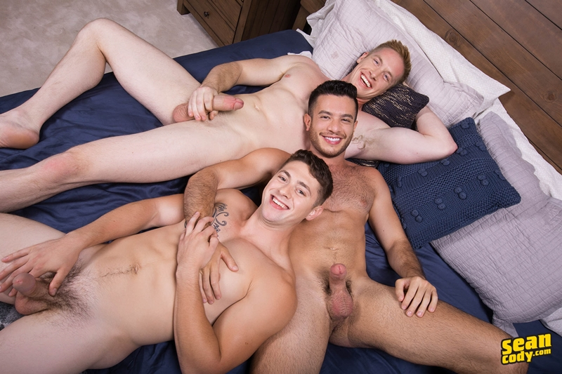 seancody-jax-manny-lane-bareback-ass-fucking-threesome-big-thick-muscle-dicks-sucking-007-gay-porn-pictures-gallery