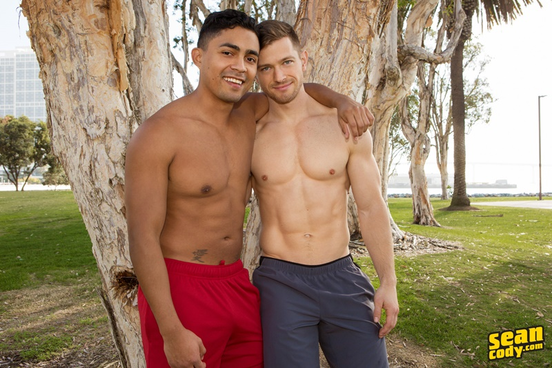 seancody-real-life-boyfriends-sean-cody-deacon-asher-bareback-anal-fucking-naked-muscle-ripped-studs-all-american-guys-kissing-002-gay-porn-sex-gallery-pics-video-photo