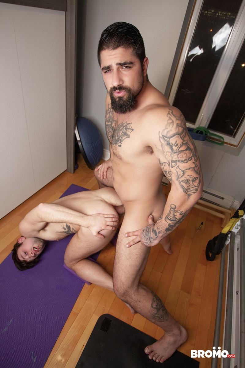 Tattooed-muscle-hunk-Ryan-Bones-breeds-younger-stud-Drew-Dixon-hot-bare-asshole-Bromo-030-porno-pics-gay